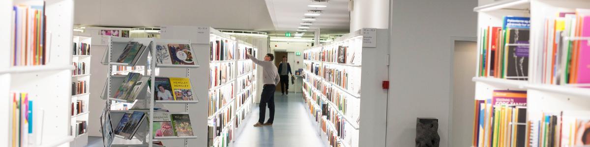 Reoler på biblioteket