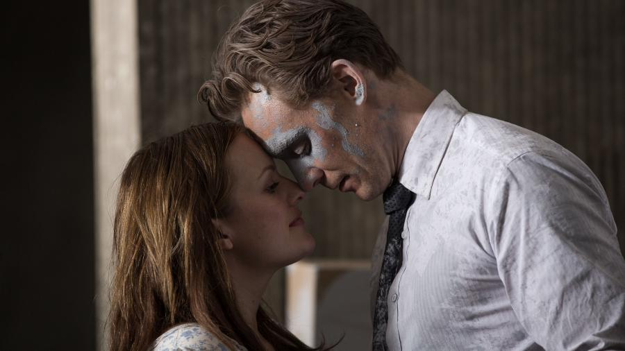 Tom Hiddleston spiller hovedrollen i filmen High Rise.