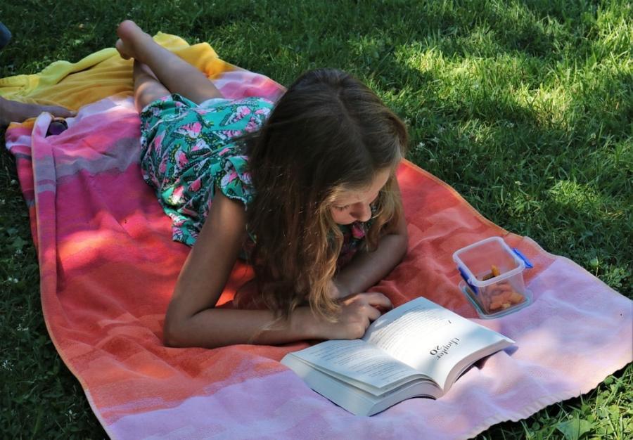 Pige som læser