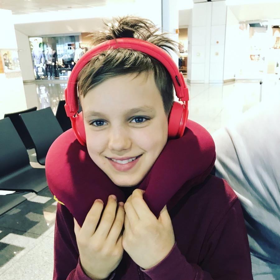 Foto af en dreng på vej på ferie. Foto: Kajsa Nerud