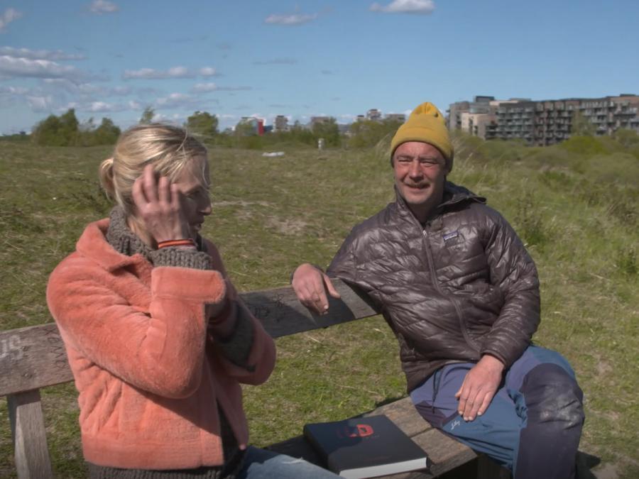 Nikolaj Kirk bliver interviewet på Amager Fælled.