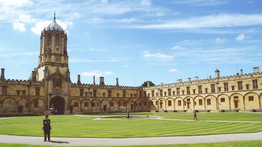 Oxford University i England.